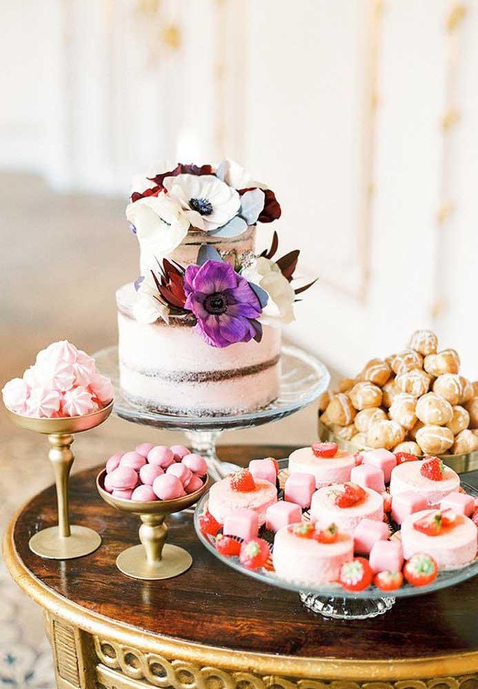 A mesa de guloseimas não precisa tirar os seus convidados da dieta, dá para montar algo gostoso, bonito e saudável