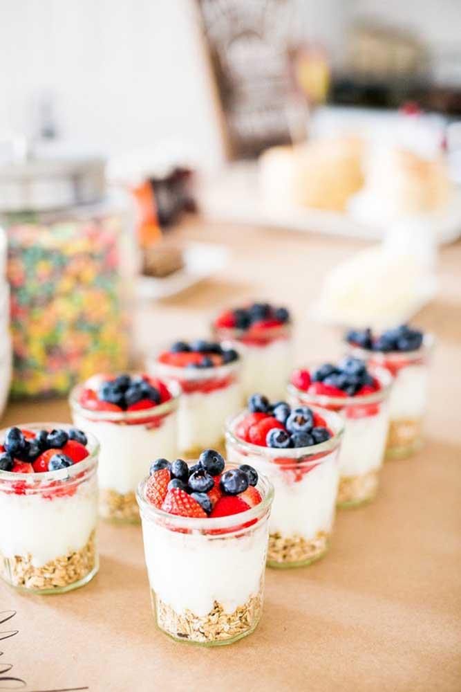 Escolha suas frutas preferidas e monte docinhos deliciosos com elas