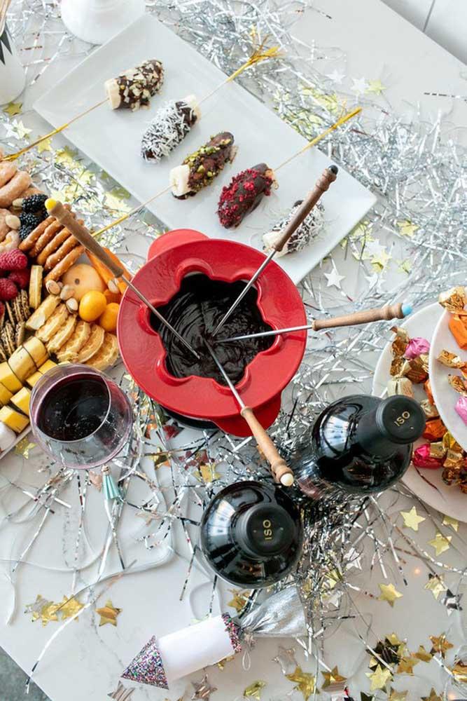 E o que acha de um fondue para a mesa de guloseimas? Com certeza seus convidados vão aprovar a ideia