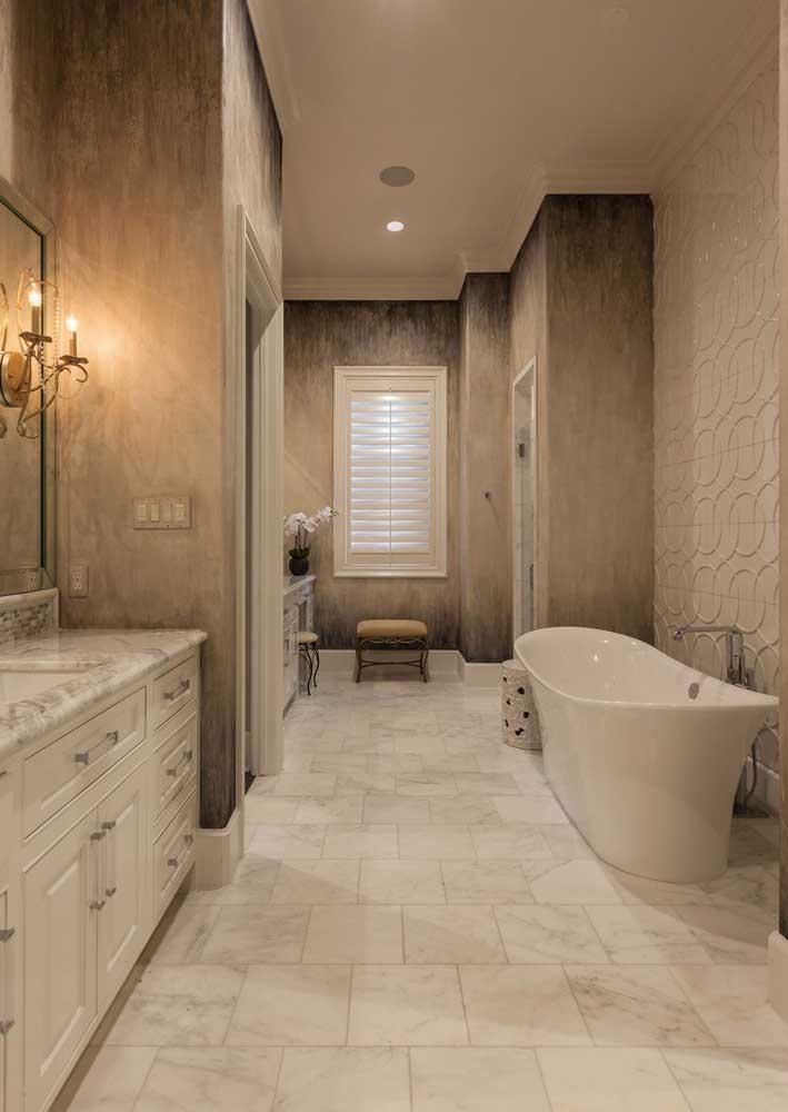 Modelo de banheiro clássico e de tons neutros