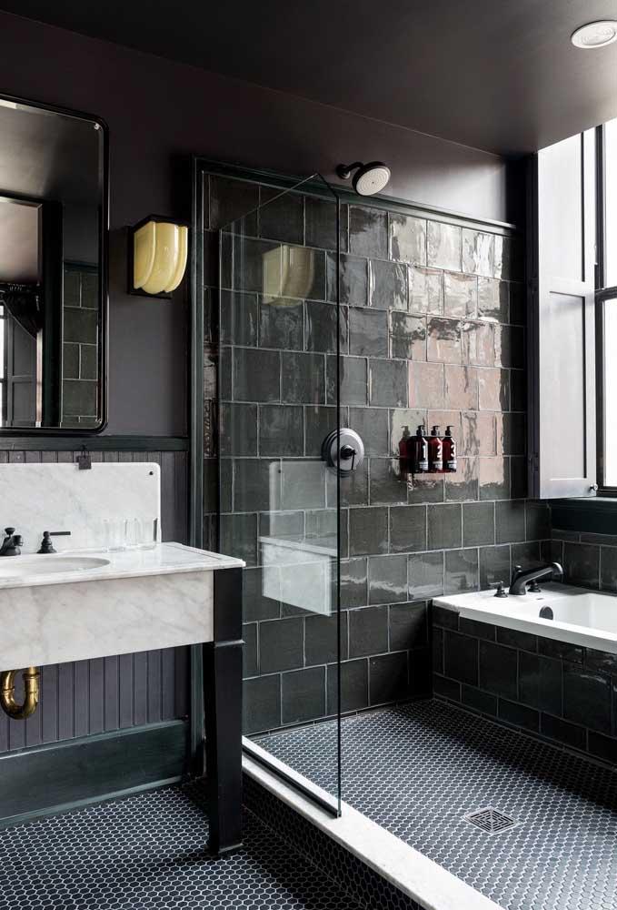 Se você deseja um banheiro preto providencie uma boa iluminação natural para ele