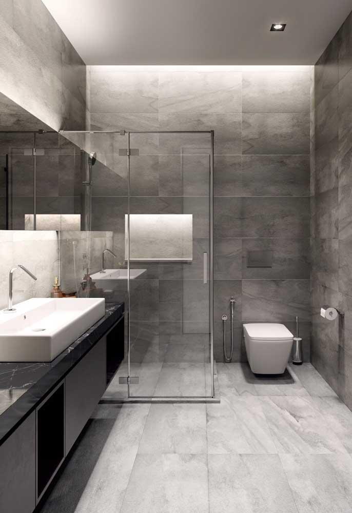 Considere um box de vidro para o seu banheiro; pode ficar mais caro, mas o resultado final vale a pena