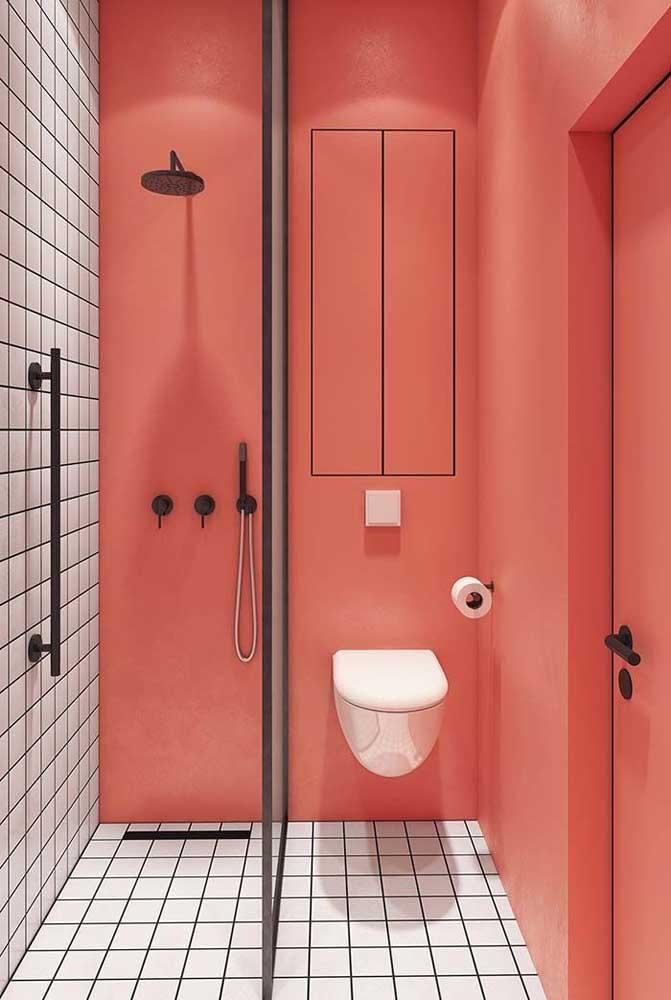 A cor do ano 2019 da Pantone, a Living Coral, é o destaque desse pequeno banheiro