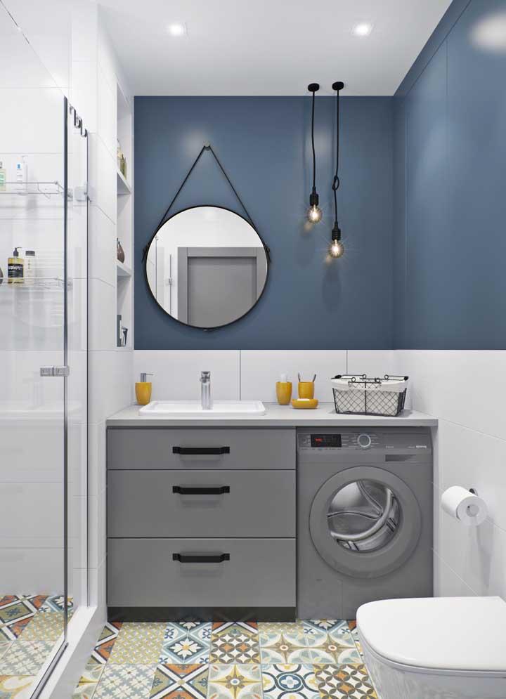 Banheiro e área de serviço juntos; a proposta aqui foi unir elementos modernos com outros de influencia retrô, como o piso