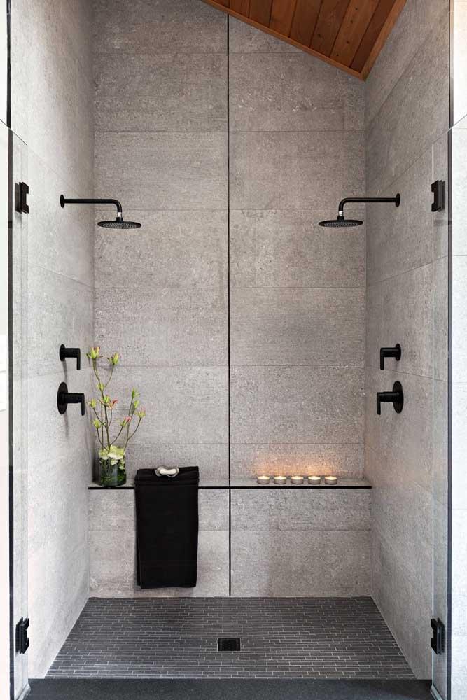 Modelo de banheiro com dois chuveiros