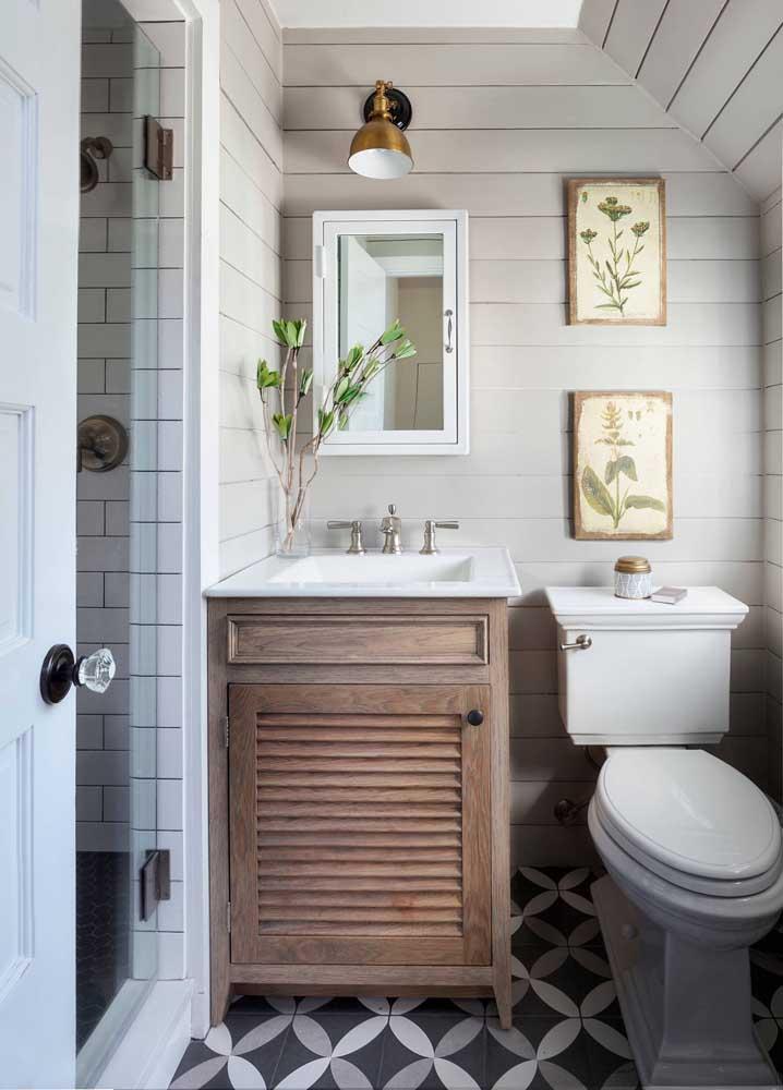 Modelo de banheiro pequeno, simples e rústico