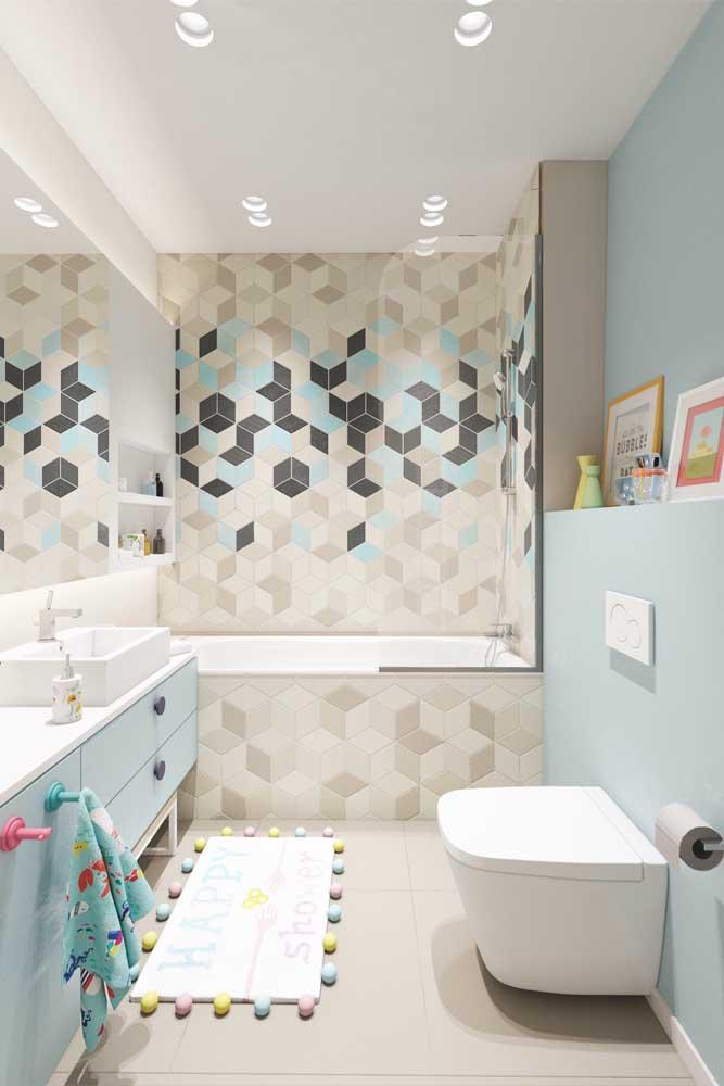 Cada detalhe conta na hora de planejar o banheiro; aqui, a proposta foi enfatizar o uso de peças infantis que se adaptam aos pequenos que utilizam o espaço