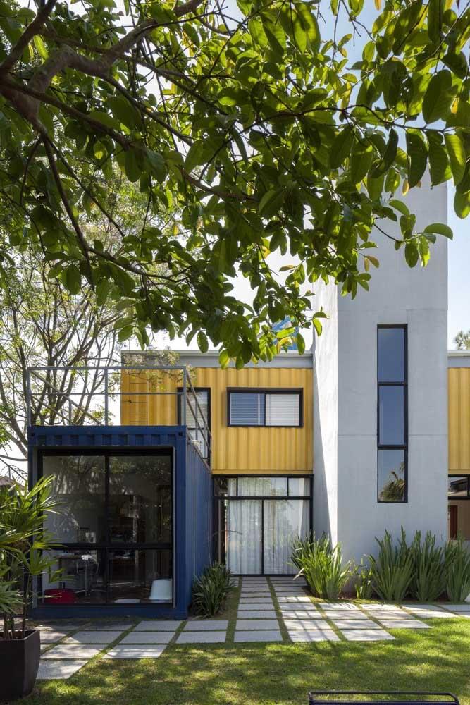 Dois modelos de casa em um único projeto: casa container e casa de alvenaria