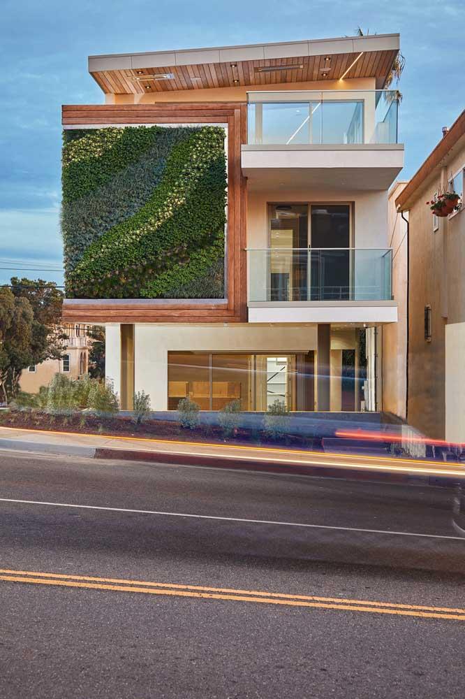 Modelo de casa com jardim vertical: excelente opção para quem não espaço para um jardim tradicional