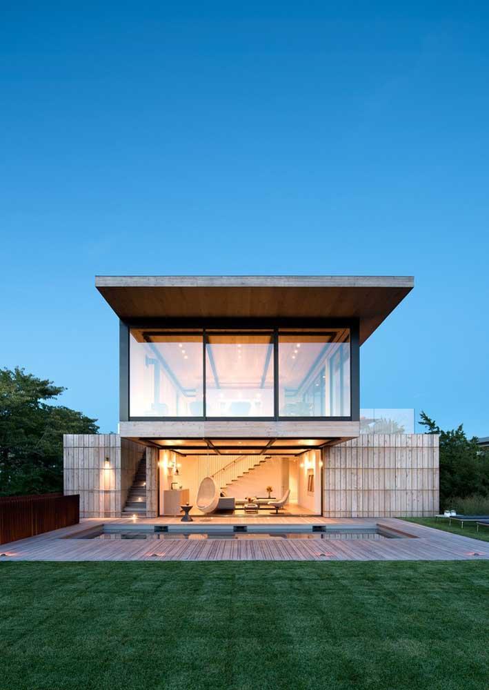 O vidro traz leveza para a fachada de casa moderna
