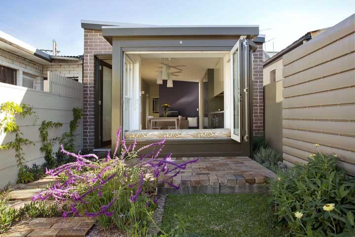 Modelo de casa pequena e simples, mas feita para ser acolhedora
