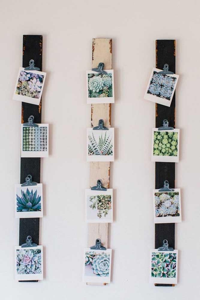 Quer colocar a mão na massa e fazer você mesmo o painel de fotos? Para isso, pegue alguns pedaços de madeira do mesmo tamanho e formato, pregue algo para segurar as fotos e organize do seu jeito.