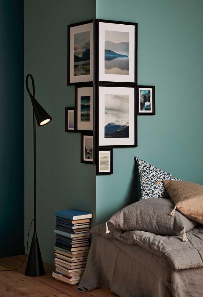 Olha como fica interessante o posicionamento desses quadros de fotos. A intenção é não poluir a decoração da parede.