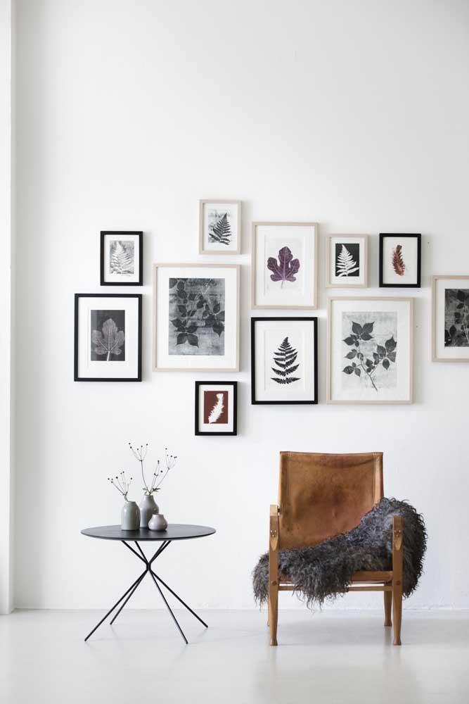 Para quem prefere algo mais clean e organizado, uma boa opção é juntar vários quadros com a imagem que você gosta.