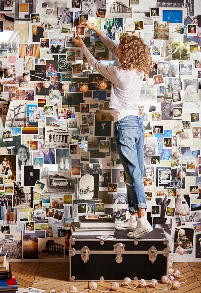 Se você não quer nada organizado, vá colando as fotos na parede e veja no que vai dar.