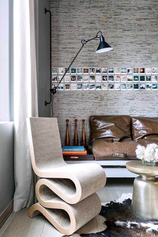 Você pode escolher suas melhores fotos e colar uma ao lado da outra no sentido horizontal como se fosse um pequeno detalhe de decoração na sala.