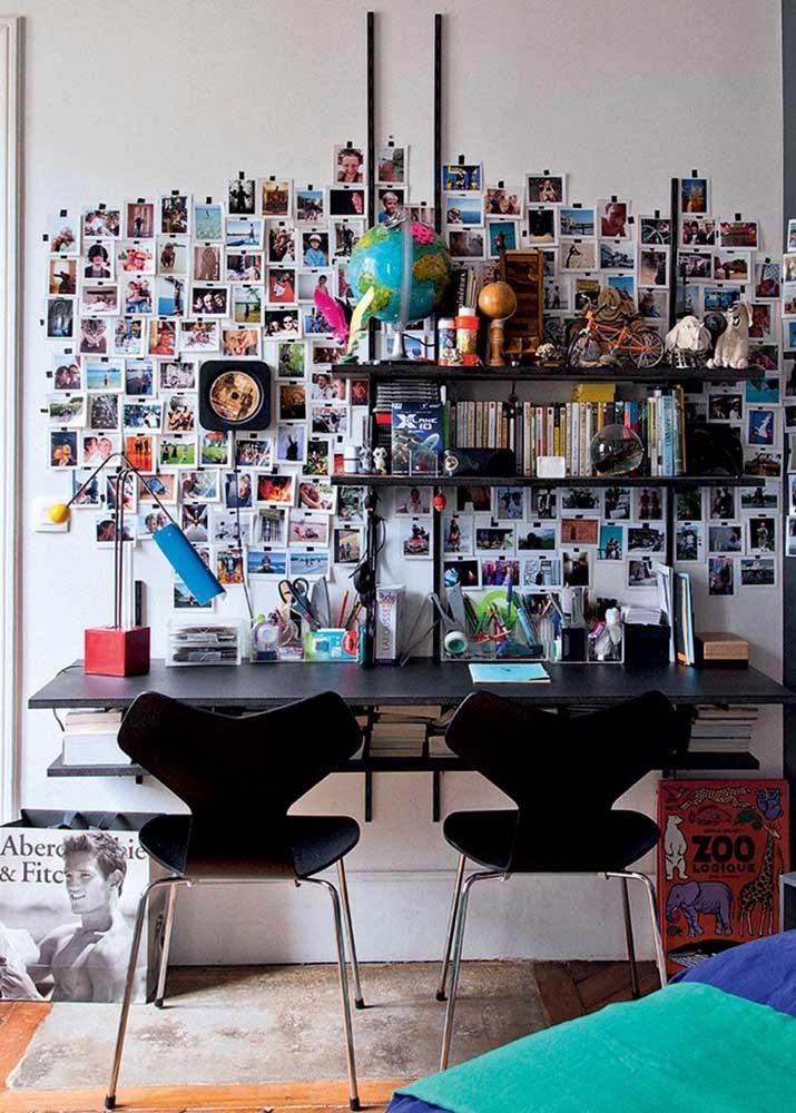 Ou você pode fazer uma montagem na parede do quarto com todas as fotos mais importantes.