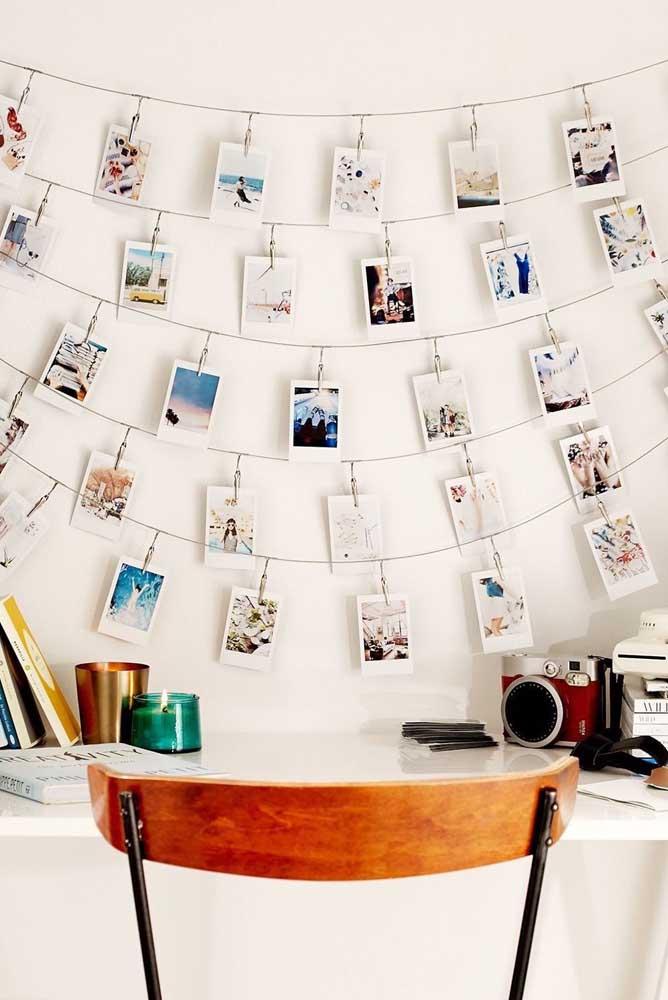 Olha que criativo esse painel de fotos que fica perfeito na parede do quarto, do escritório e até da sala.