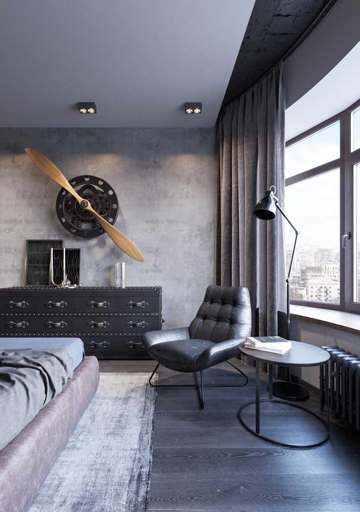 Quartos combinam muito com pisos vinílicos; nessa inspiração, a madeira escura estampada nas placas ficou perfeita para o ambiente