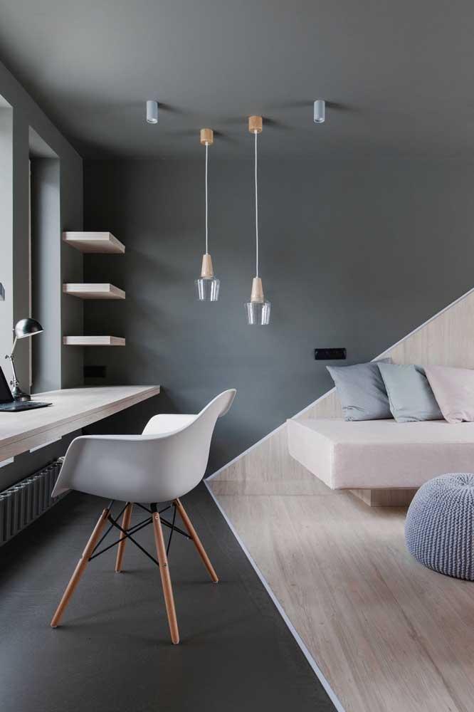 Que design incrível para este espaço! O vinílico também foi utilizado nas placas da parede