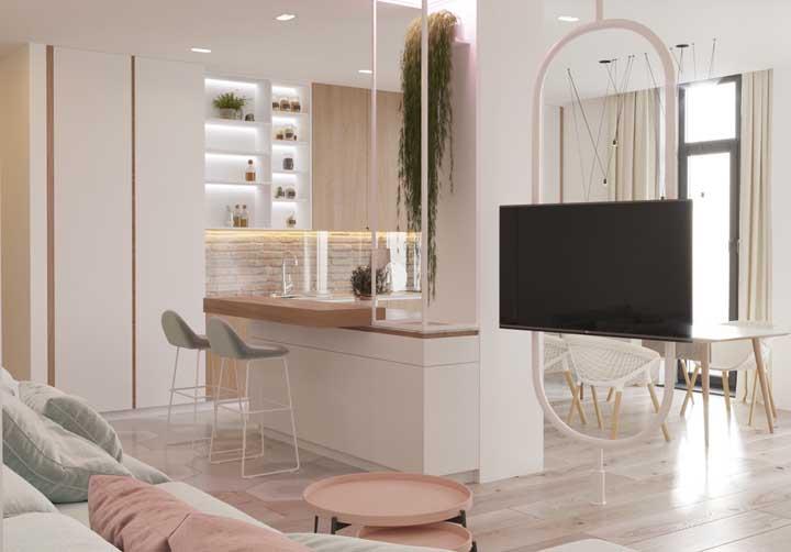 O ambiente moderno e despojado também recebeu bem o piso vinílico; repare que a cor do piso é muito próxima a cor dos armários