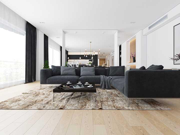Piso vinílico em placas na sala de estar; ótima opção para ambientes amplos onde a intenção é obter uniformidade