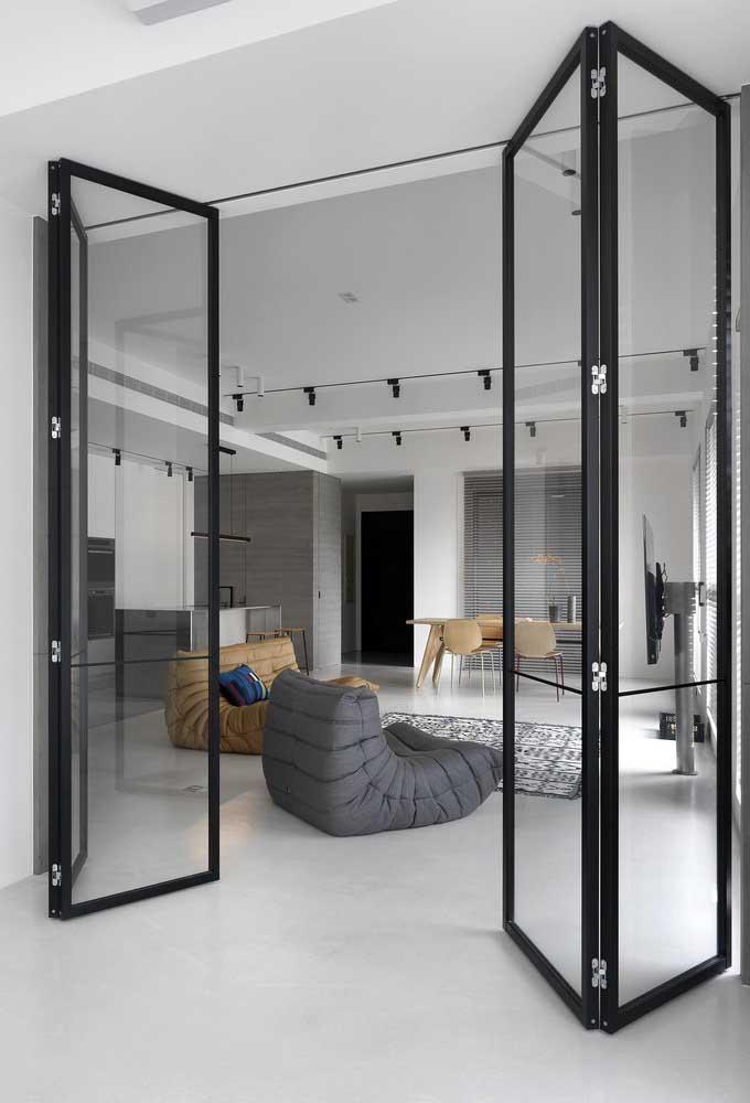 Porta de vidro camarão delimitando ambientes, mas mantendo o estilo aconchegante e moderno do espaço
