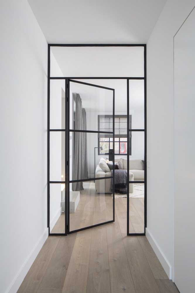 Porta de vidro na entrada do quarto; mais visibilidade para o ambiente