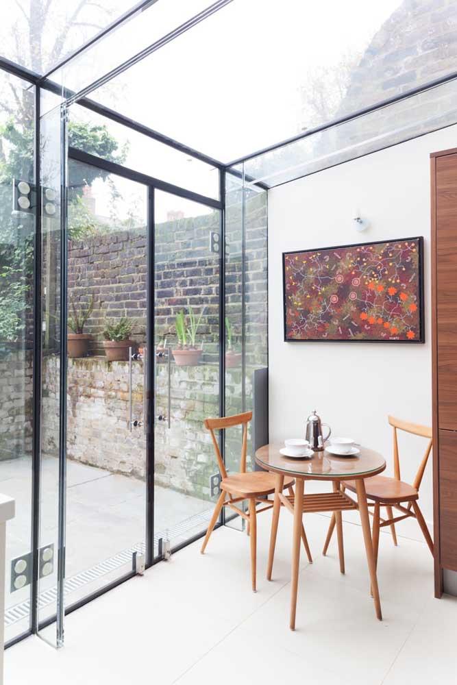 Porta de vidro com acesso entre cozinha e área externa