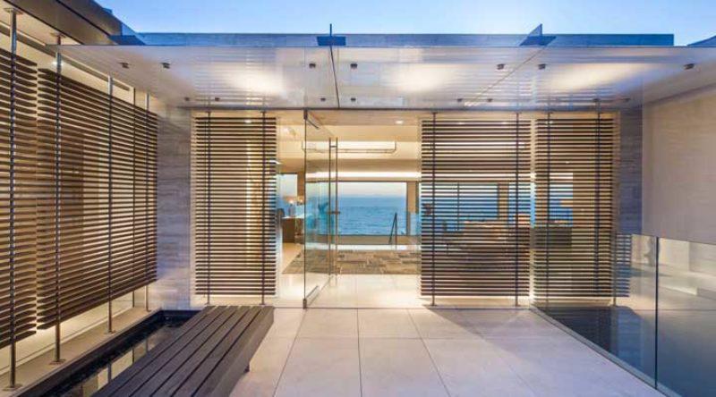 Porta de vidro: as principais vantagens, dicas e fotos