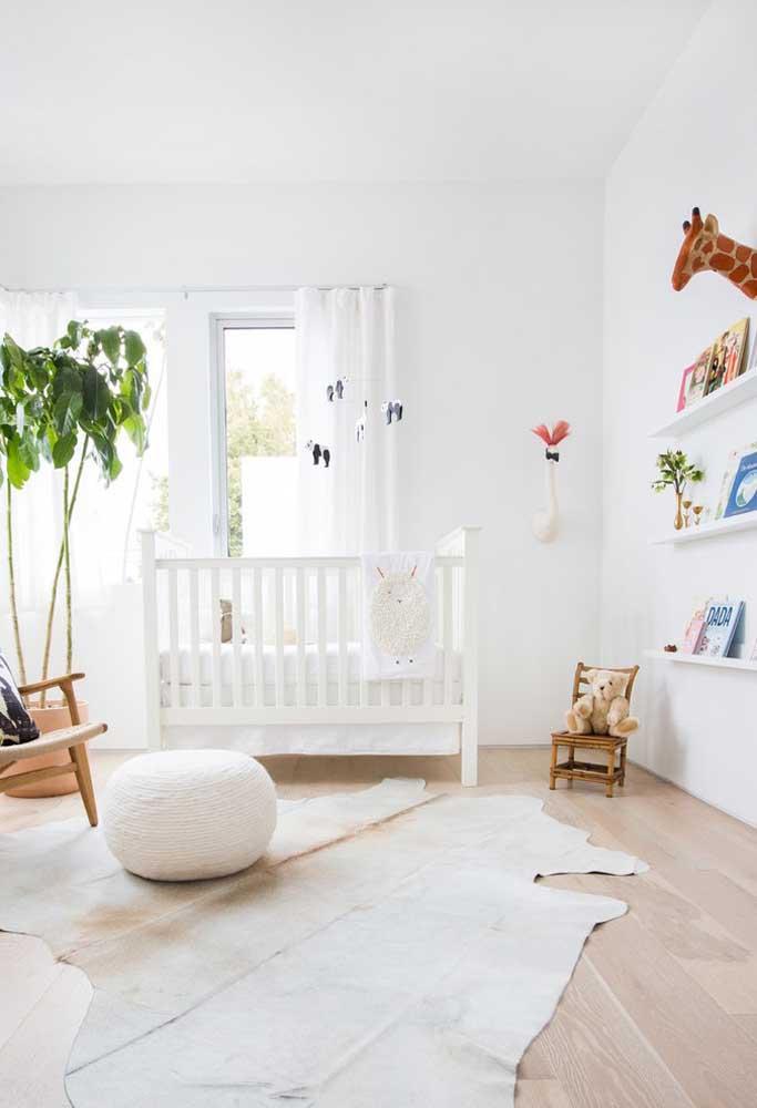 Para o quarto do bebê a cor branca sempre é a mais usada, pois deixa o ambiente mais claro e com a sensação de tranquilidade.