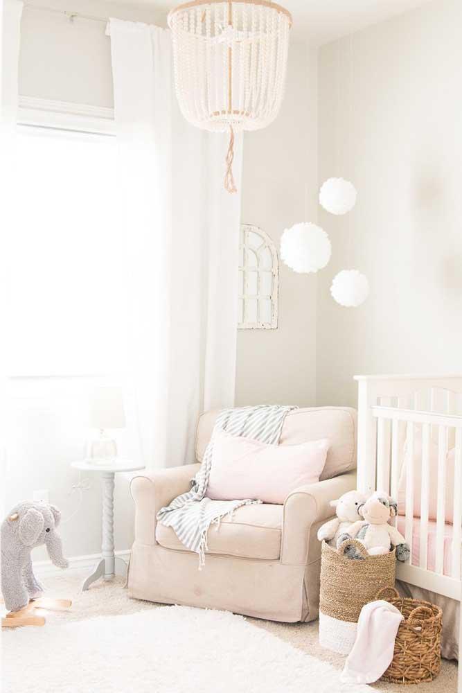 Uma luminária estilosa faz toda a diferença na decoração do quarto do bebê