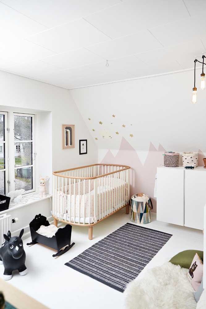 Inserir alguns elementos na cor preta é uma ótima opção para quem não quer um quarto totalmente clean.