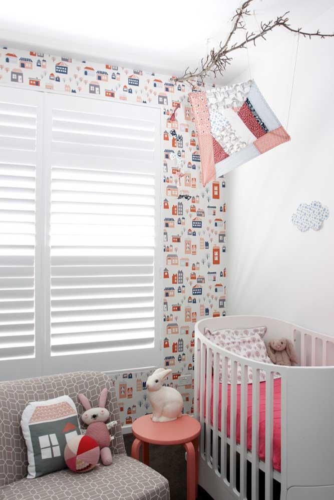 Para quarto de bebê feminino você pode fazer uma decoração inspirada em casinhas.