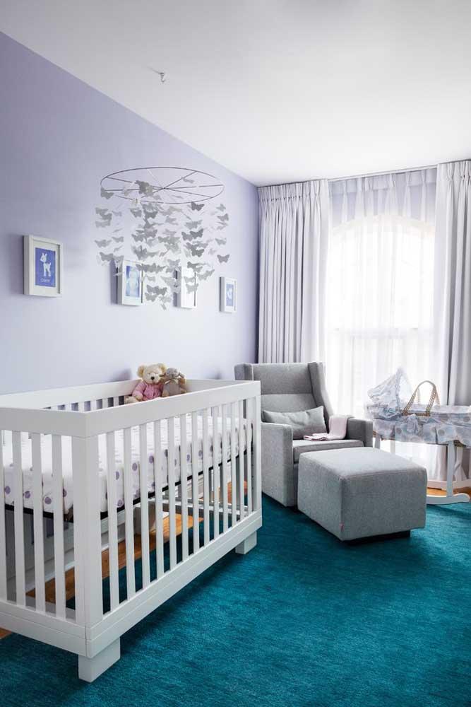 Alguns móveis são fundamentais na hora de decorar o quarto do bebê. Um deles é a poltrona para a mãe amamentar, pois precisa ser confortável e combinar com o restante da decoração.