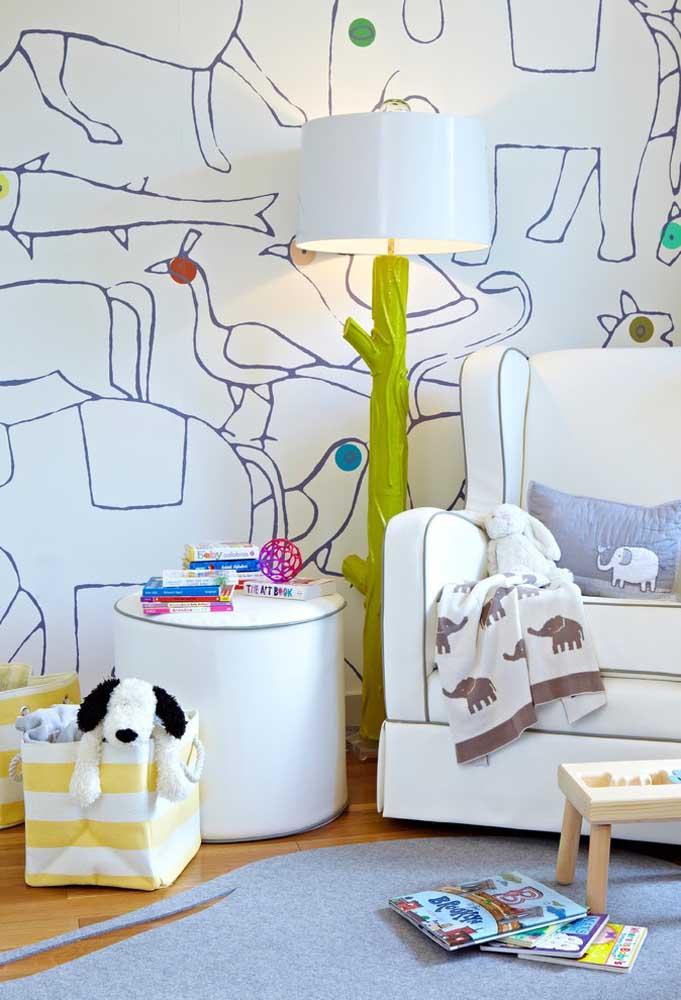 Os animais sempre são bem-vindos na decoração do quarto de bebê. Contrate alguém para desenhar alguns animais na parede do quarto.