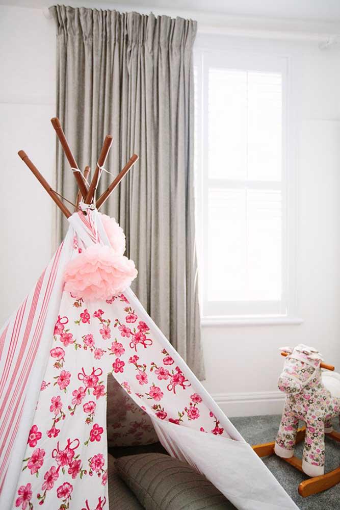 Que tal fazer uma pequena cabana para seu bebê dentro do próprio quarto? É um bom lugar para acalmá-la.