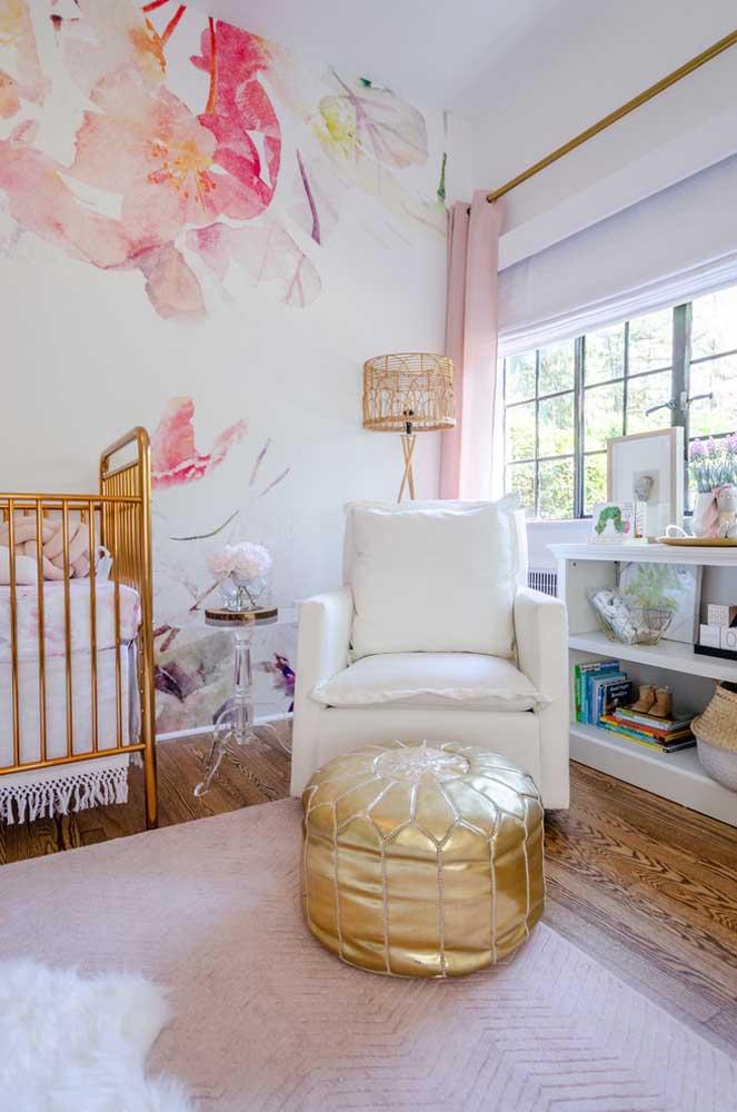 Que tal fazer uma pintura diferente para destacar a parede do quarto do bebê?