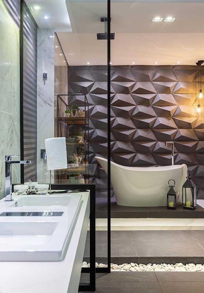 Nada mais elegante do que um revestimento 3D para marcar a área da banheira