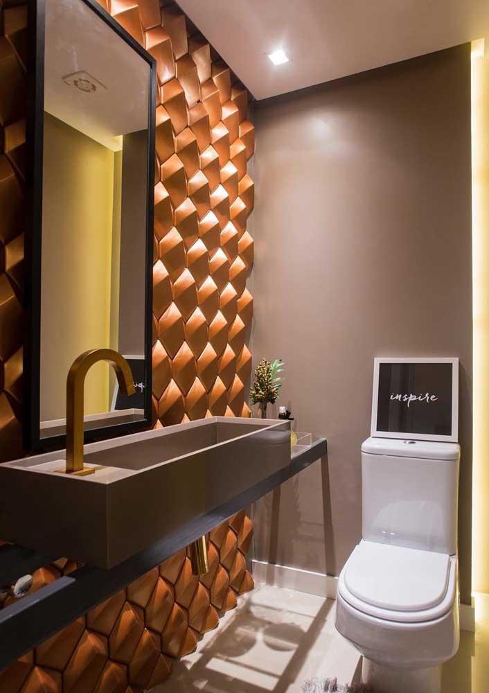 E ou não é um lavabo feito para impressionar as visitas? O revestimento 3D é o grande astro e responsável por essa sensação de glamour e refinamento