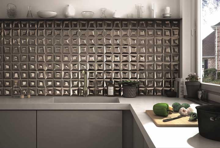 Se a intenção for usar um revestimento 3D mais marcante, prefira colocá-lo em apenas uma faixa estreita na parede, assim que o ambiente não fica pesado