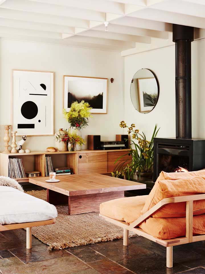 Invista em quadros com desenhos geométricos se deseja ter uma sala de estar mais moderna e criativa.