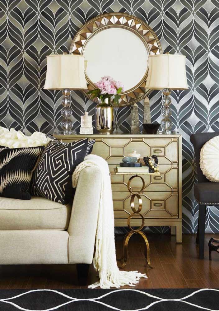 Agora se a intenção é fazer uma decoração mais luxuosa, use e abuse de móveis com detalhes em dourado.