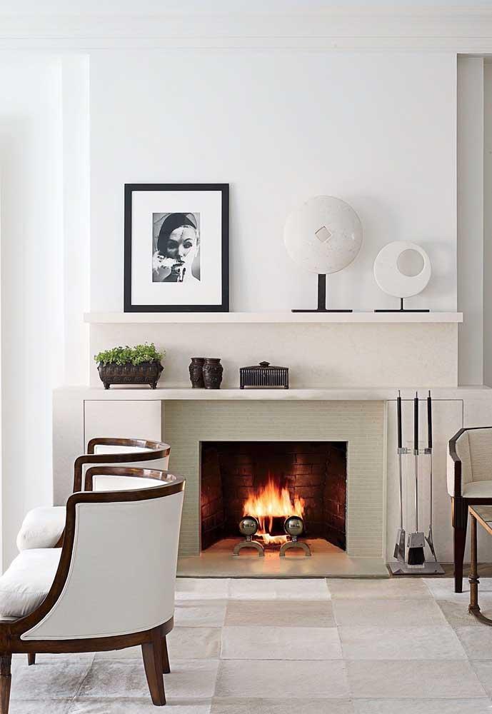 Que tal optar por uma decoração mais clean e minimalista para a sala de estar? Esse modelo de decoração proporciona mais aconchego para os moradores da casa.