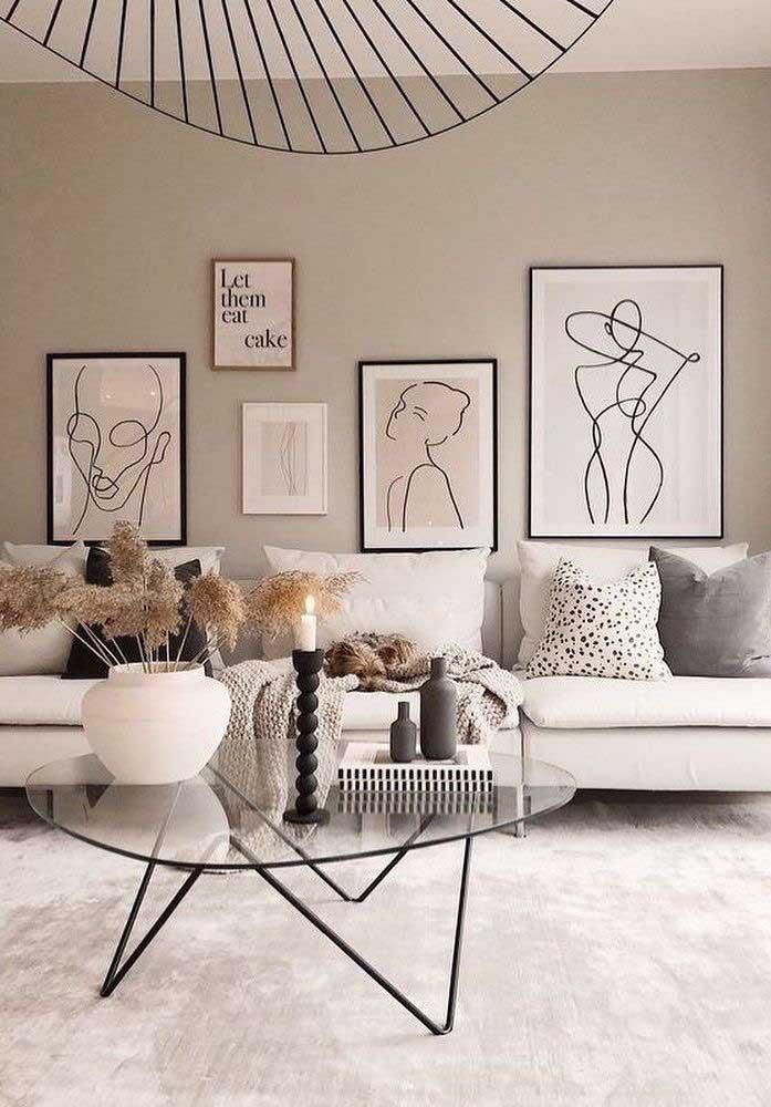 O design diferenciado não está apenas nos móveis, mas nas figuras dos quadros que decoram o ambiente.