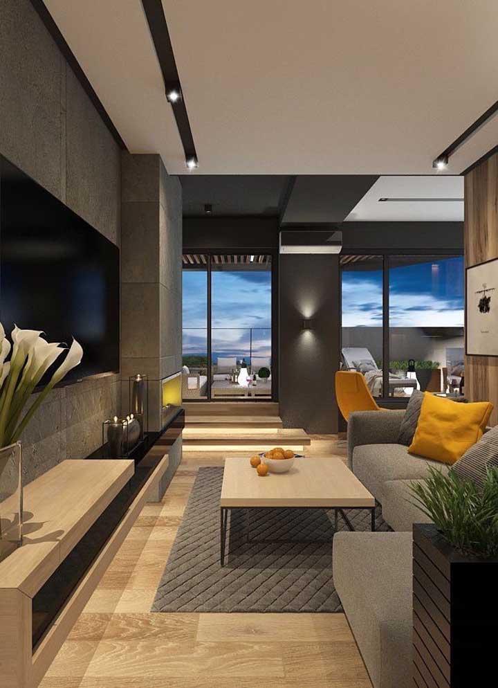 A distribuição dos móveis, a organização dos elementos decorativos e as cores fizeram toda a diferença na hora de transformar a sala de estar em um ambiente mais moderno.
