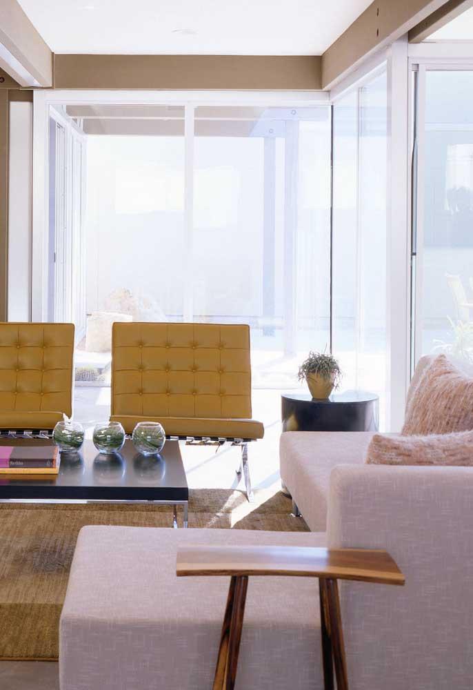 É impressionante como a cor amarela que é usada em móveis, deixa qualquer ambiente mais moderno e com um clima vibrante.