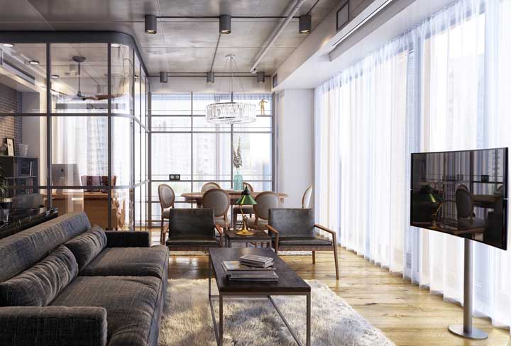 A cortina transparente deixou o ambiente mais delicado, contrastando com o restante dos móveis que são mais modernos.