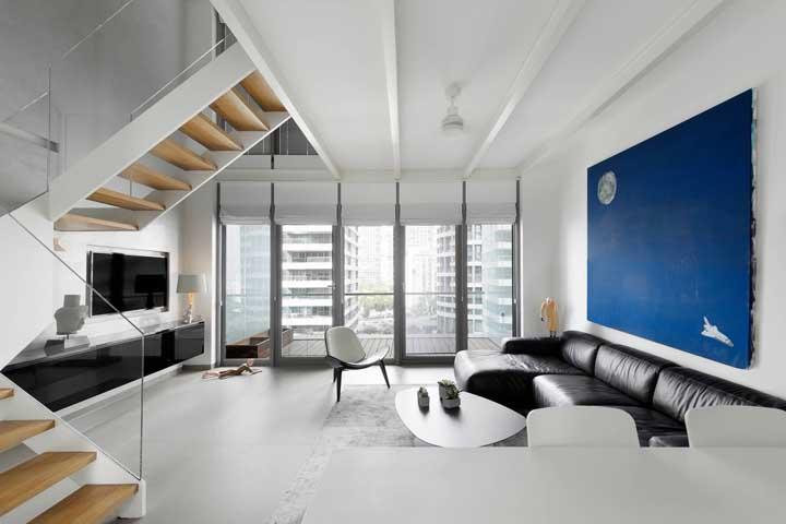 Ou aposte em cores mais fortes como azul escuro e o preto na hora de escolher os móveis e elementos decorativos.