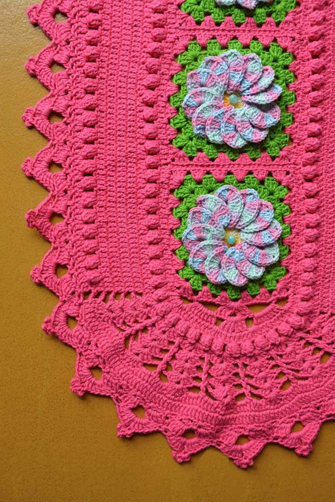 Cores contrastantes também podem ser uma boa pedida para diversificar o trabalho com crochê